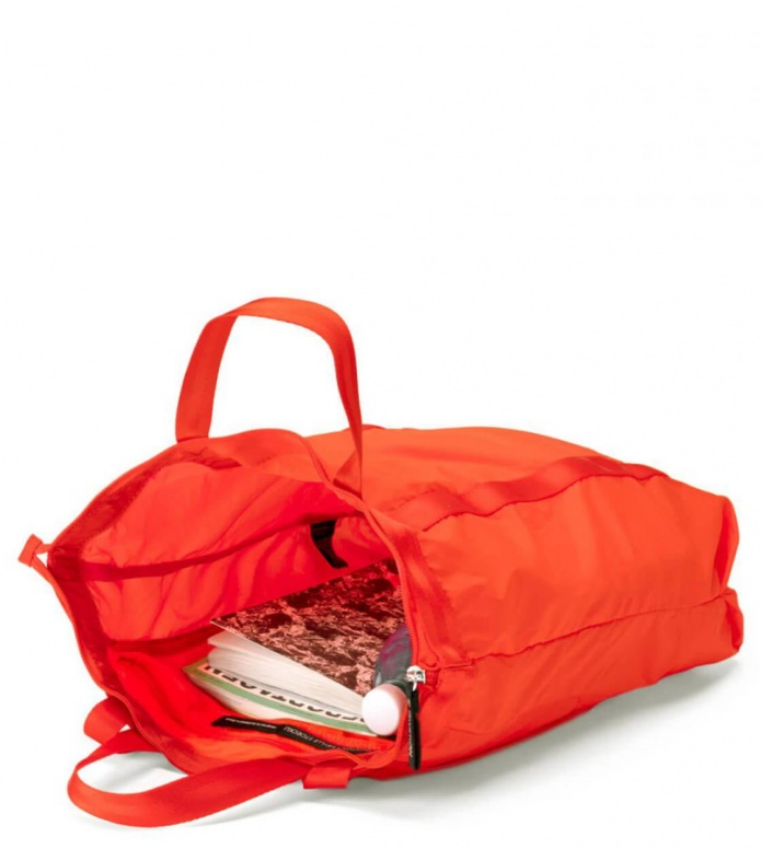 Qwstion Qwstion x Sibylle Stöckli Bag Travel Shopper red lava